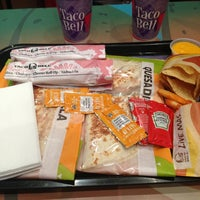 Photo taken at Taco Bell (C.C. La Vaguada) by David on 2/14/2013