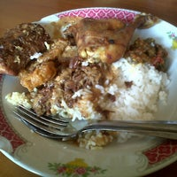 Photo taken at Gudeg Jogja Bu Hani by Annisa A. on 8/19/2013