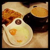 Photo taken at OldTown White Coffee by Peter L. on 2/3/2013