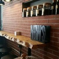 รูปภาพถ่ายที่ Overdose Coffee 3rd Wave Coffee Shop & Roastery โดย PembeRuj เมื่อ 10/5/2015
