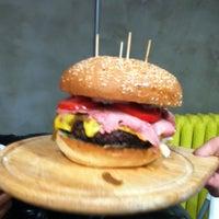 10/11/2012 tarihinde İOSziyaretçi tarafından Burger House'de çekilen fotoğraf