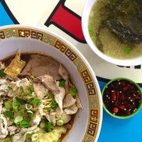 Photo prise au Hill Street Tai Hwa Pork Noodle 吊桥头大华猪肉粿条 par Ted Patrick B. le11/25/2015