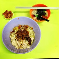 Photo taken at Ah Kow Mushroom Minced Pork Mee by Ted Patrick B. on 6/6/2013