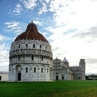 Photo taken at Piazza del Duomo (Piazza dei Miracoli) by Gideon Y. on 10/1/2012