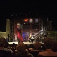 6/8/2012 tarihinde Adriana M.ziyaretçi tarafından Театър Българска Армия (Theatre Bulgarian Army)'de çekilen fotoğraf