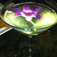 Photo taken at Avenue Eat And Drink by Jennel J. on 1/19/2012