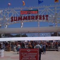 รูปภาพถ่ายที่ Summerfest 2011 โดย Paul B. เมื่อ 6/29/2011