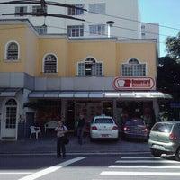 Foto tirada no(a) Boulevard Padaria por Wagner T. em 4/15/2011