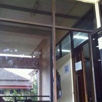 Photo taken at Laboratorium Hama dan Penyakit Tumbuhan (HPT) by Rizky R. on 12/29/2011