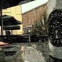 Foto diambil di Starbucks oleh Andi S. pada 2/1/2012