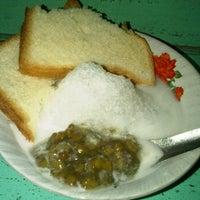 Photo taken at Es Kacang Ijo by C-Bonk Keren I. on 11/16/2011