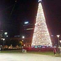 รูปภาพถ่ายที่ Victoria Square/Tarndanyangga โดย Rumaiza A. เมื่อ 12/23/2011