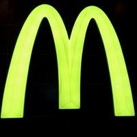 Photo taken at McDonald's & McCafé by Alvin Kidz on 10/28/2011