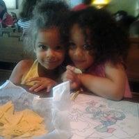 Foto tomada en Peppers Grill & Cantina por Kela M. el 6/8/2012