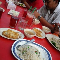 Photo taken at Wan Husna Tomyam by Are S. on 2/22/2012