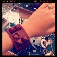 รูปภาพถ่ายที่ Hermès โดย melissa w. เมื่อ 7/13/2012