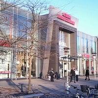 Das Foto wurde bei Olympia-Einkaufszentrum (OEZ) von Rolf U. am 12/27/2011 aufgenommen