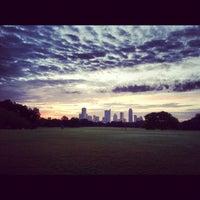 Foto tomada en Zilker Park por Richard K. el 8/27/2012