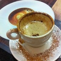 Foto diambil di Café Colonial oleh Moises pada 8/25/2012