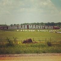 รูปภาพถ่ายที่ World's Awesome Flea Market โดย Ryan G. เมื่อ 5/6/2012