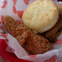 Photo taken at Popeyes Louisiana Kitchen by Oh SoPretty R. on 7/20/2012