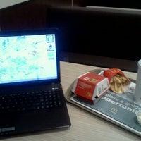 Das Foto wurde bei McDonald's von Lynnette E. am 11/14/2011 aufgenommen