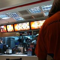 Foto tirada no(a) McDonald's por Juan O. em 8/25/2011