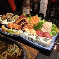 รูปภาพถ่ายที่ Shinkai Sushi โดย Victor Hugo A. เมื่อ 5/31/2012