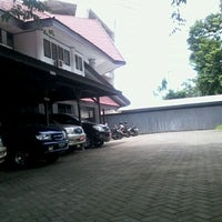 Photo taken at Gedung BAAK UNM by Andi Nur Iqra S. on 1/31/2012