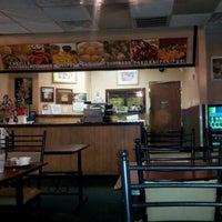 รูปภาพถ่ายที่ Swad Indian Restaurant โดย Faisal เมื่อ 8/3/2012
