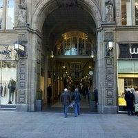 Das Foto wurde bei Mädler-Passage von Florian E. am 10/15/2011 aufgenommen
