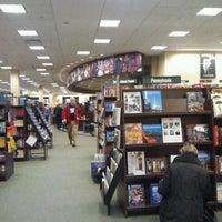 Foto scattata a Barnes & Noble Café da Clio B. il 3/31/2012