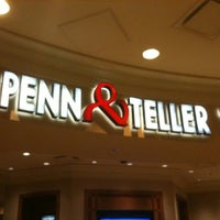 รูปภาพถ่ายที่ Penn & Teller Theater โดย Aye E. เมื่อ 2/27/2011