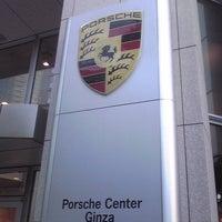 1/30/2011 tarihinde Megumi A.ziyaretçi tarafından Porsche Center Ginza / ポルシェセンター銀座'de çekilen fotoğraf
