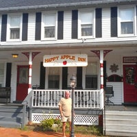 Photo taken at Happy Apple Inn by Donna J. on 9/8/2012