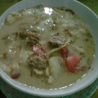 Photo taken at Soto Kaki Sapi Betawi 'Pak Jamsari' by Ryoel. R. on 1/16/2012