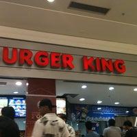 Foto tirada no(a) Burger King por Priscila P. em 1/13/2012