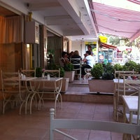 9/13/2011 tarihinde Turgut G.ziyaretçi tarafından Bornova Elit Restaurant'de çekilen fotoğraf