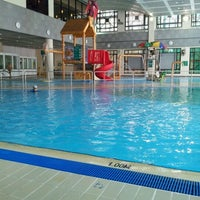 Photo taken at Ho Man Tin Swimming Pool 何文田游泳池 by Winnie W. on 4/10/2012