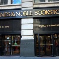 Foto scattata a Barnes & Noble da Sam S. il 8/13/2012
