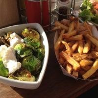 Снимок сделан в YEAH! Burger пользователем James H. 1/7/2012