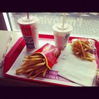 Снимок сделан в McDonald's пользователем Irina Y. 8/27/2012