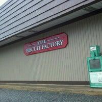 Foto diambil di The Biscuit Factory oleh Ryan V. pada 9/23/2011