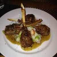 Foto tirada no(a) Medit Restaurante por Luciane A. em 7/29/2012