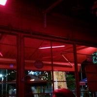 Foto tirada no(a) Macondo Bar por Vivis V. em 3/26/2012