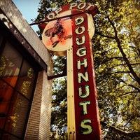 Das Foto wurde bei Top Pot Doughnuts von Todd P. am 9/2/2012 aufgenommen