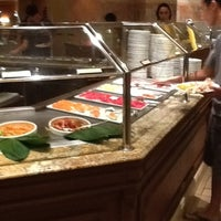 Das Foto wurde bei The Buffet at Bellagio von olsoy k. am 7/23/2012 aufgenommen