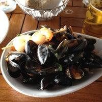 Das Foto wurde bei Louise Restaurant & Bar von Prince L. am 7/22/2012 aufgenommen