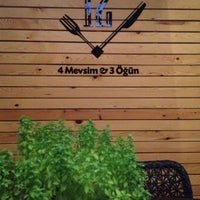 8/3/2012 tarihinde Merveziyaretçi tarafından Cafe 12'de çekilen fotoğraf