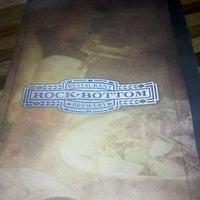 Foto diambil di Rock Bottom Restaurant & Brewery oleh Mary I. pada 1/21/2012